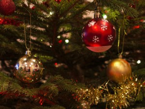 christmas-baubles-1078996_1920